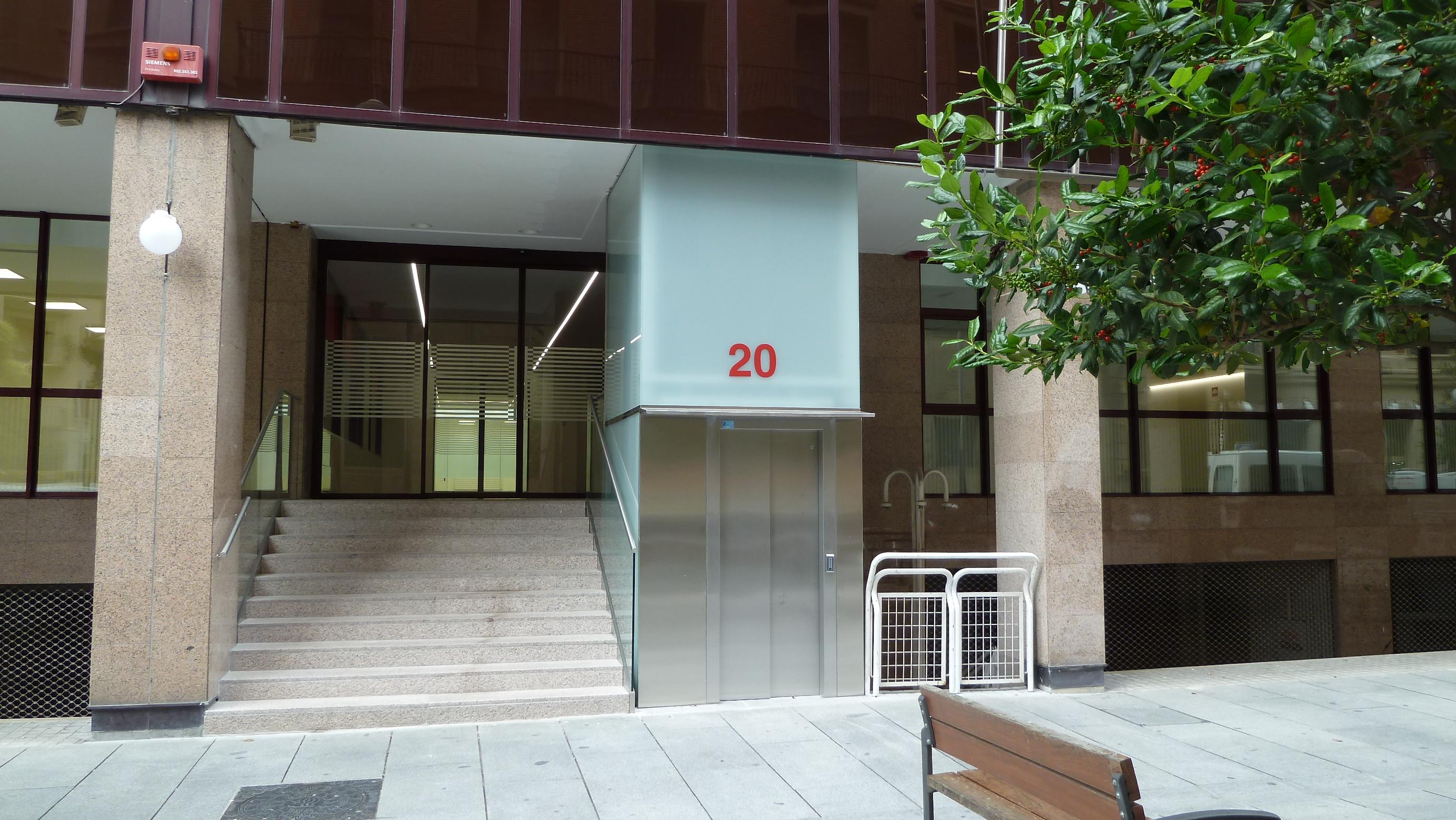 Oficinas para el servicio navarro de salud en la calle for Oficinas bankinter pamplona